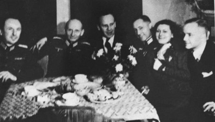 Оскар Шиндлер среди друзей-нацистов | Фото: liveinternet.ru