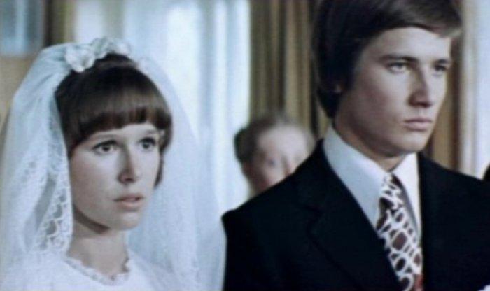 Кадр из фильма *Школьный вальс*, 1977 | Фото: kino-teatr.ru