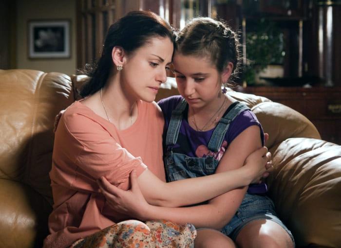 Актриса с дочерью в сериале *Тайны следствия* | Фото: kino-teatr.ru teleprogramma.pro