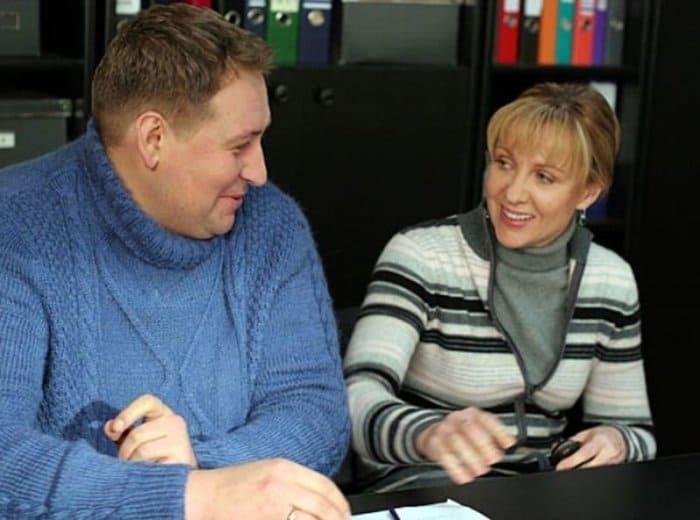 Станислав Дужников и Елена Яковлева в сериале *Каменская* | Фото: domkino.tv
