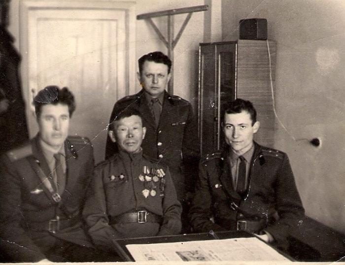 С. Номоконов с сослуживцами | Фото: osimira.com