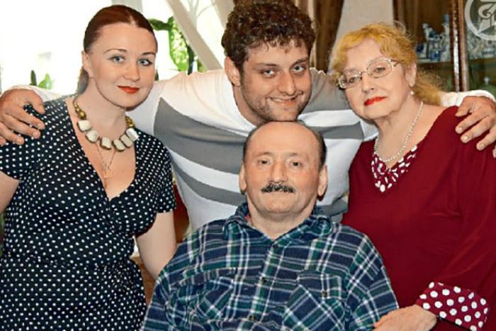 Актер с семьей в последние годы жизни | Фото: 24smi.org