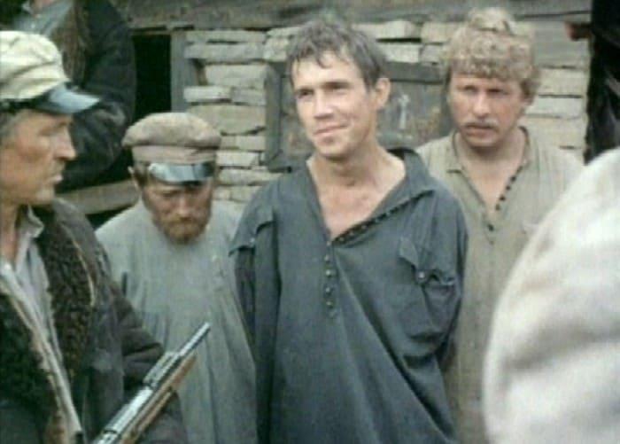 Кадр из фильма *В стреляющей глуши*, 1985 | Фото: kino-teatr.ru