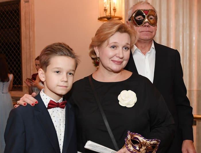 Сергей Гармаш с женой и сыном Иваном | Фото: aif.ru