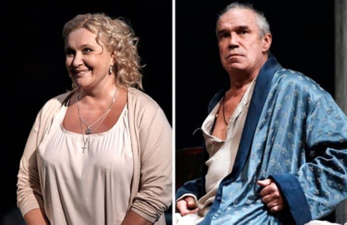 Супруги на сцене театра *Современник* | Фото: wellnesso.ru