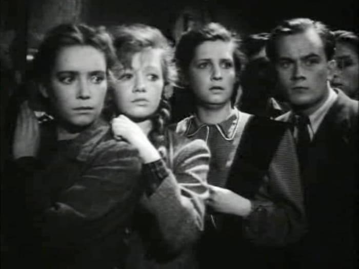 Евгений Моргунов в фильме *Молодая гвардия*, 1948   Фото: kino-teatr.ru