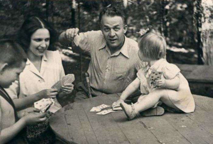 Артист с четвертой женой, Ириной Масленниковой, и дочерью | Фото: tunnel.ru