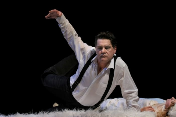 Актер на сцене театра | Фото: 24smi.org