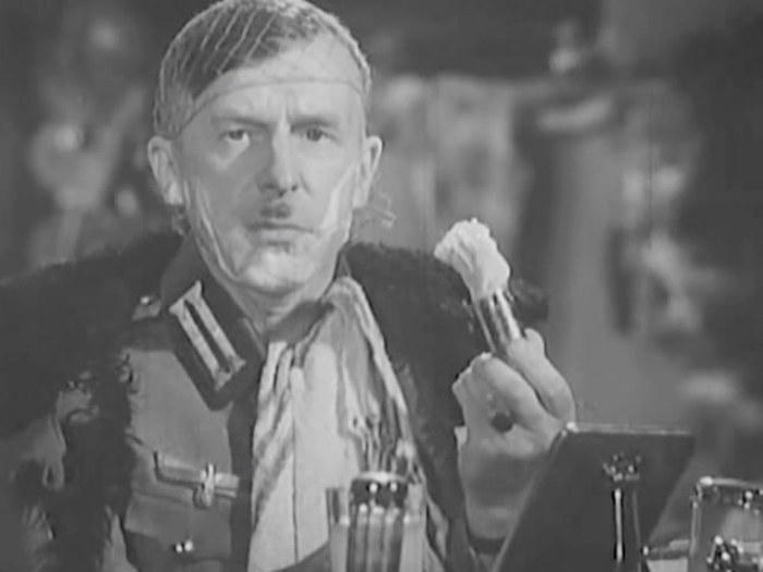 Сергей Мартинсон в *Боевом киносборнике*, 1942   Фото: kino-teatr.ru