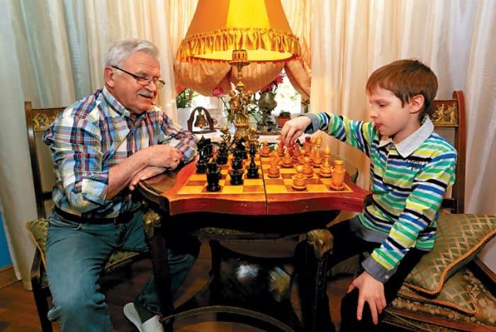 Актер с внуком | Фото: tele.ru