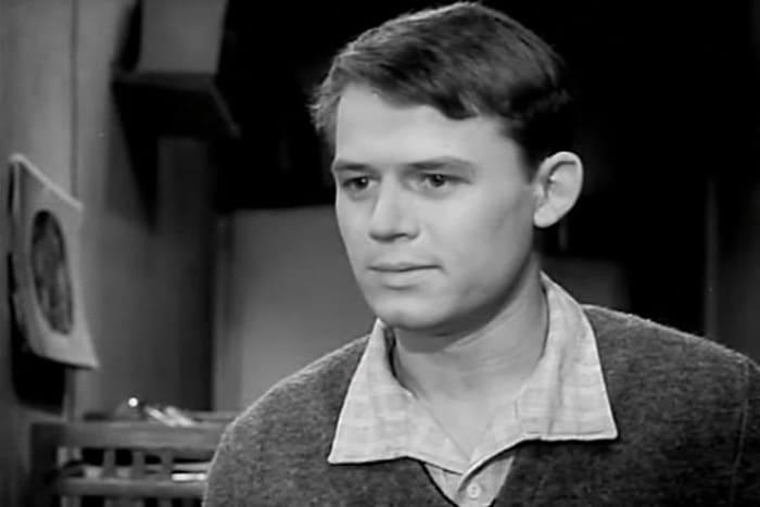 Сергей Никоненко в фильме *Звонят, откройте дверь*, 1965 | Фото: kino-teatr.ru