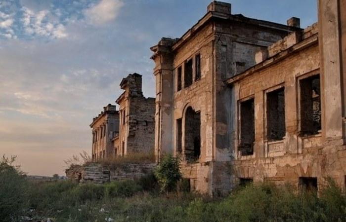 Руины «Волчьего логова» – поместья Панкеевых в Васильевке под Одессой | Фото: fakty.ua