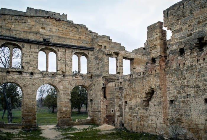 Руины «Волчьего логова» – поместья Панкеевых в Васильевке под Одессой | Фото: obozrevatel.com