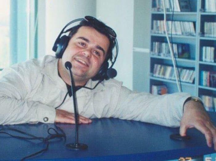 Сергей Рост во время работы на радио | Фото: teleprogramma.pro