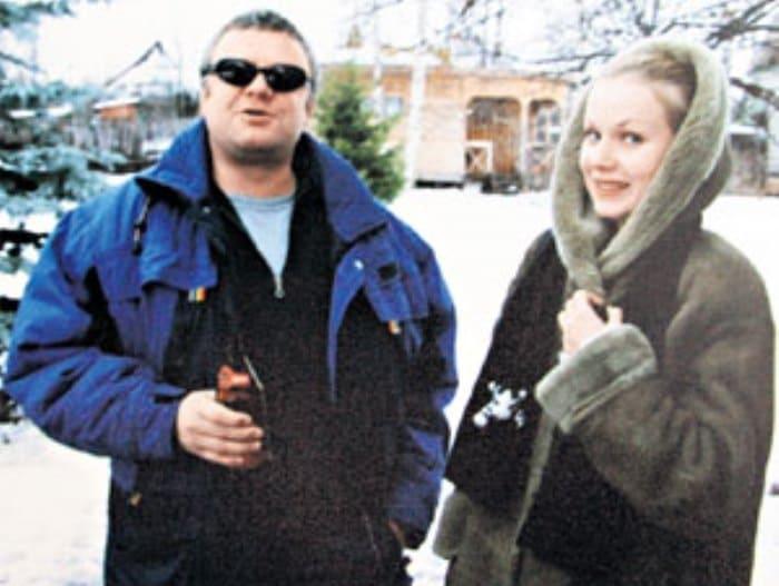 Телеведущий с женой на даче у друзей. Одно из последних фото Супонева | Фото: eg.ru