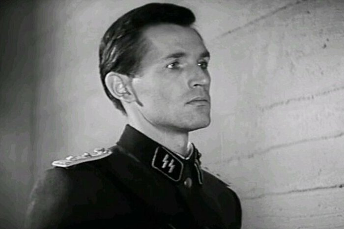 Станислав Любшин в роли Александра Белова (Иоганна Вайса)   Фото: domkino.tv