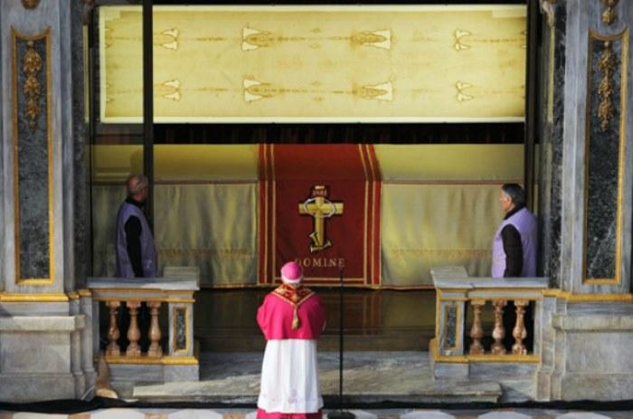 Туринская плащаница в итальянском соборе