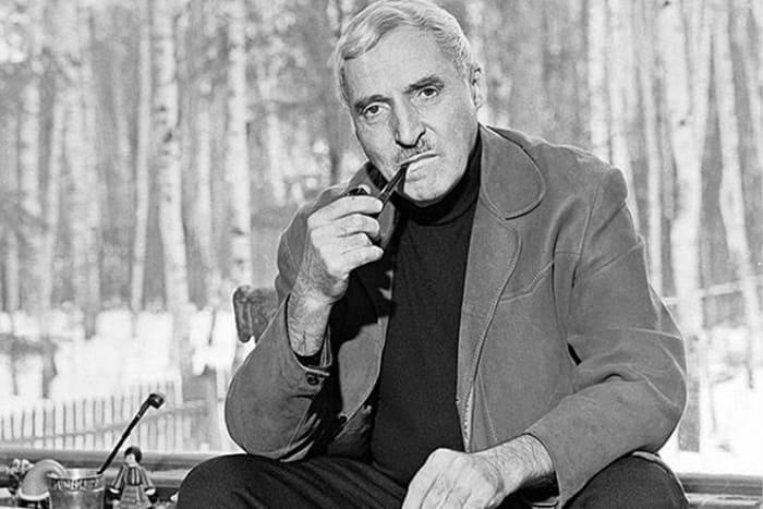 Знаменитый советский поэт и писатель Константин Симонов | Фото: 24smi.org