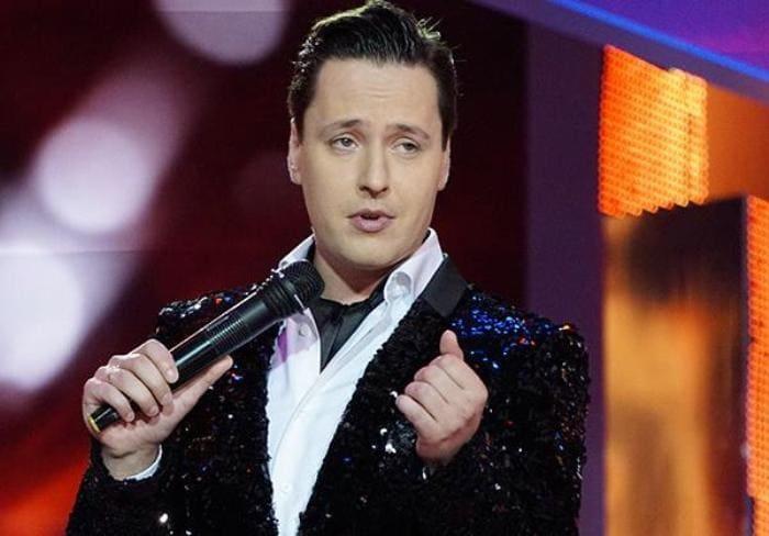 Певец на сцене | Фото: ego-zhena.ru