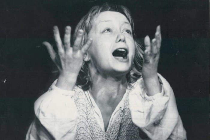Евдокия Германова в спектакле *Жаворонок* | Фото: starhit.ru