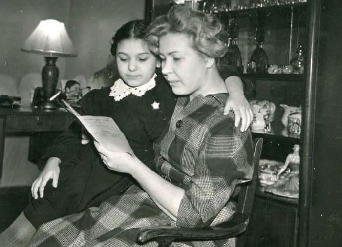 Наталья Бондарчук с матерью, актрисой Инной Макаровой   Фото: kino-teatr.ru