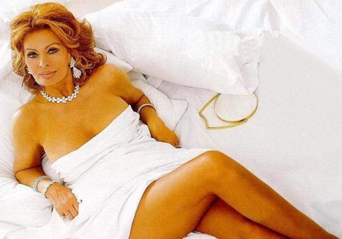 73-летняя актриса на фото для календаря *Pirelli* | Фото: bigpicture.ru