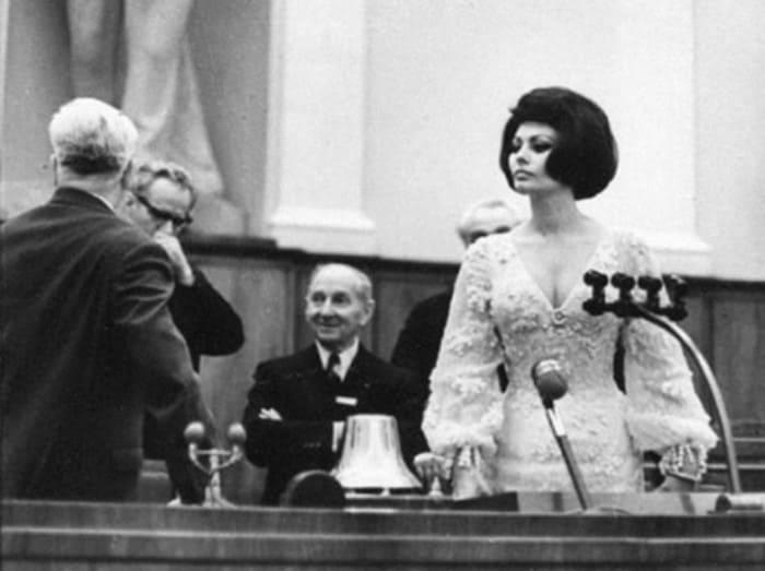 Софи Лорен в зале заседаний Кремлевского дворца съездов, 1965. Фото В. Генде-Роте | Фото: bigpicture.ru