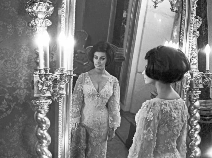Софи Лорен во время посещения царских покоев в Московском Кремле, 1965. Фото В. Генде-Роте | Фото: gazeta.ru