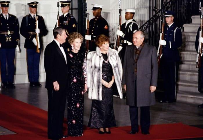 Чета Горбачевых во время визита в США, 1987 | Фото: materiality.info