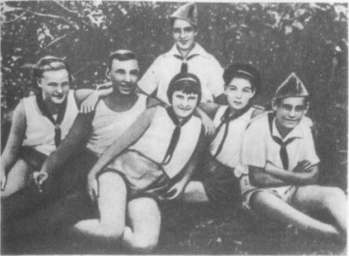 Гуля Королева с испанскими детьми в санатории под Одессой | Фото: librebook.ru