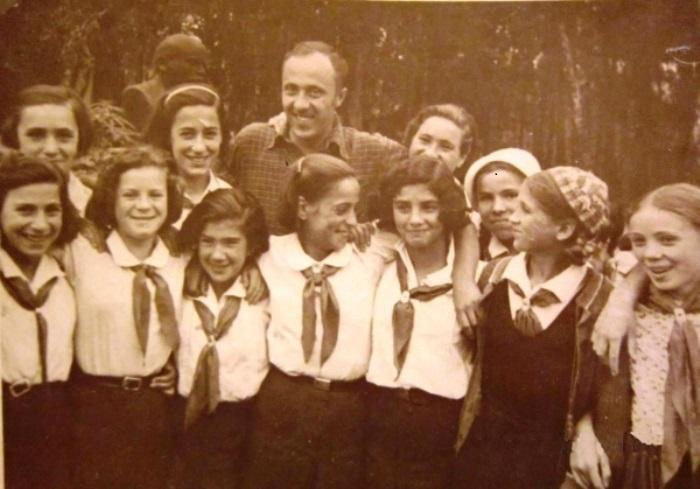 Испанские и советские пионеры, 1937 | Фото: rusalbom.ru
