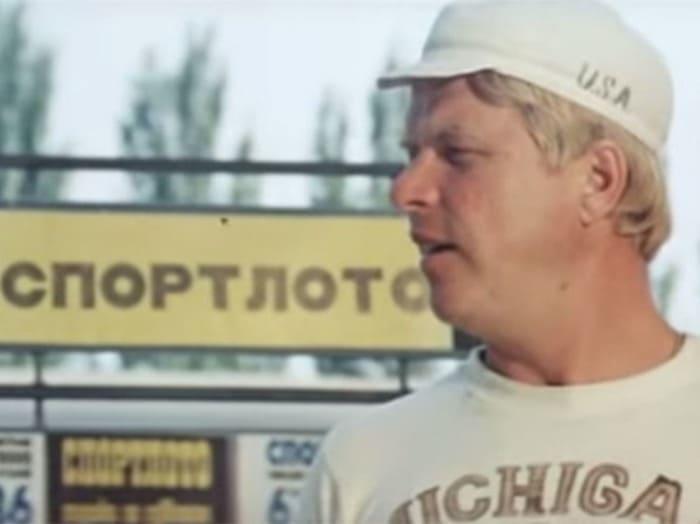 Михаил Кокшенов в фильме *Спортлото-82*, 1982 | Фото: mk.ru