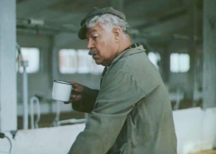 Последняя роль Станислава Чекана в фильме *Трава зелена*, 1986 | Фото: kino-teatr.ru