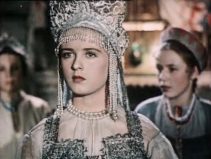 Екатерина Деревщикова в фильме *Каменный цветок*, 1946 | Фото: kino-teatr.ru