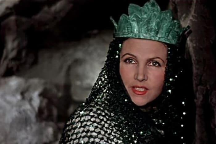 Тамара Макарова в фильме *Каменный цветок*, 1946 | Фото: kino-teatr.ru