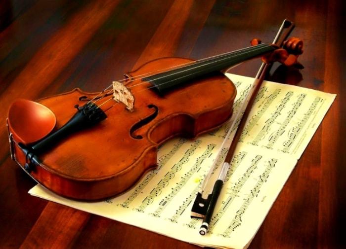 Фильм *Визит к Минотавру* подсказал преступнику идею кражи скрипки Страдивари | Фото: colors.life