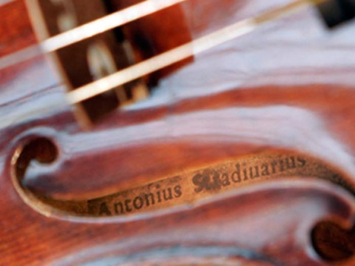 Фильм *Визит к Минотавру* подсказал преступнику идею кражи скрипки Страдивари | Фото: inpress.ua