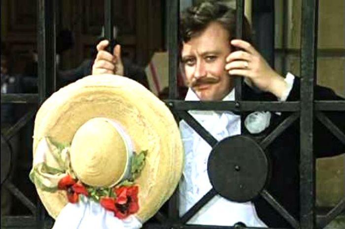 Андрей Миронов в фильме *Соломенная шляпка*, 1974 | Фото: aif.ru
