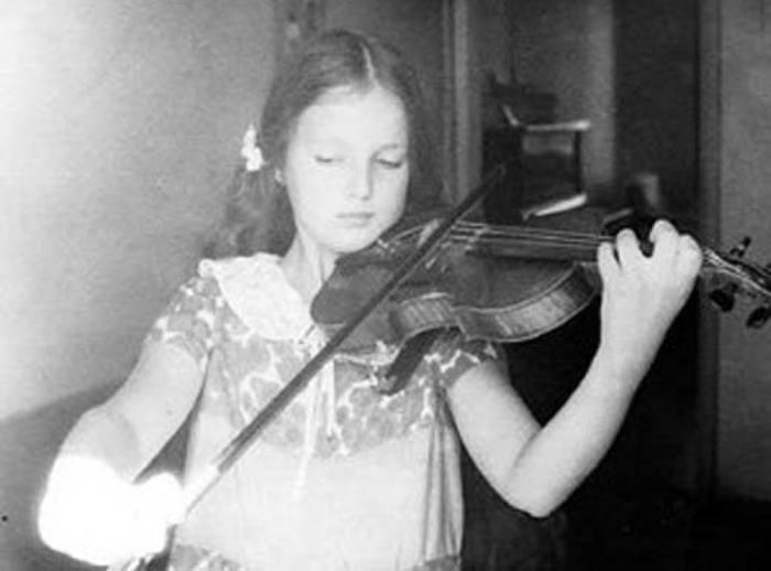 Светлана Аманова в детстве | Фото: stuki-druki.com