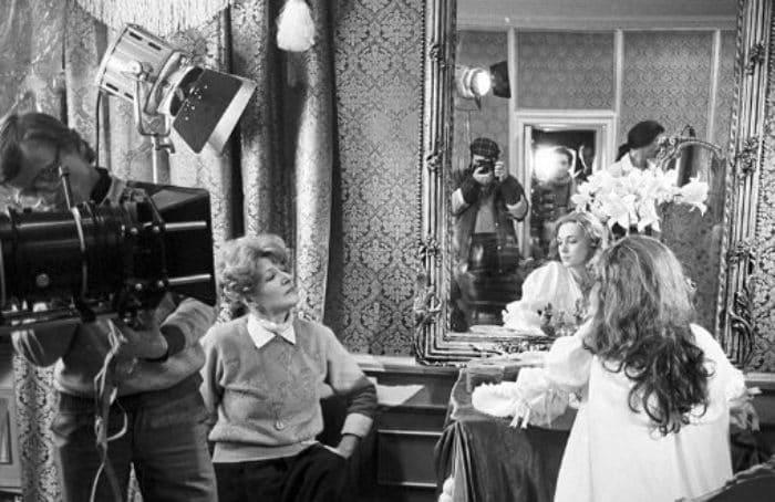 Светлана Дружинина на съемках фильма *Гардемарины, вперед!* | Фото: uznayvse.ru