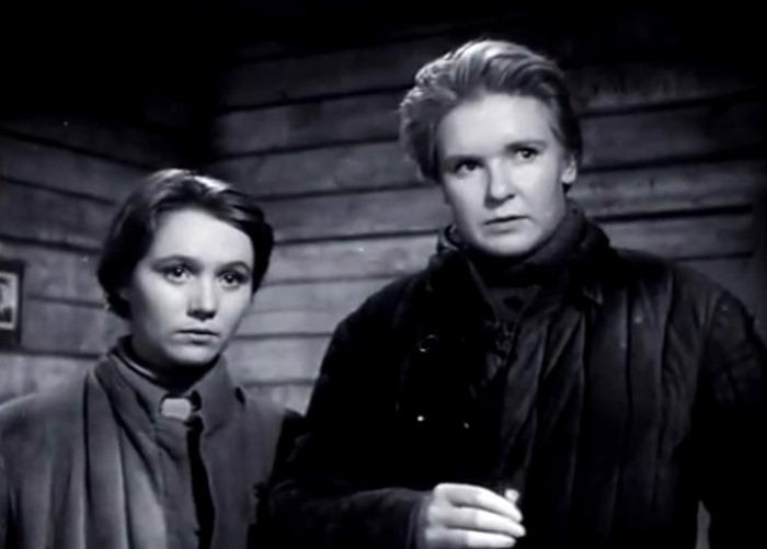 Кадр из фильма *В трудный час*, 1961 | Фото: kino-teatr.ru
