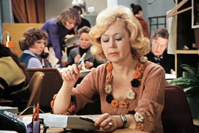 Светлана Немоляева в фильме *Служебный роман*, 1977 | Фото: 24smi.org