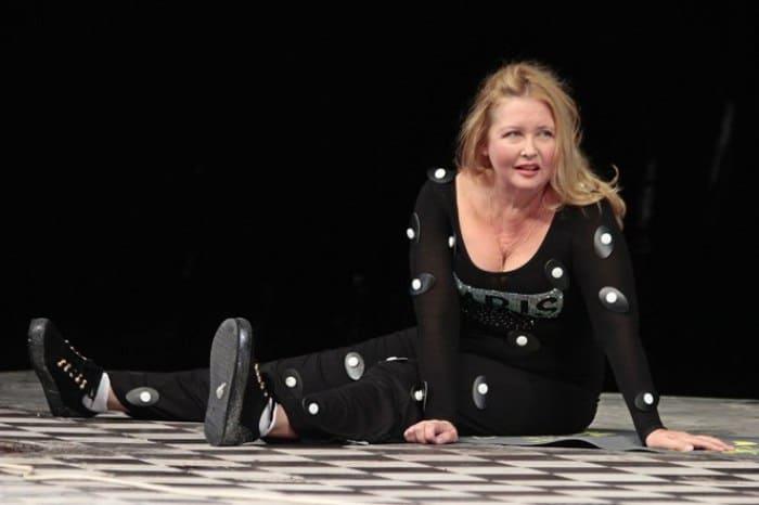 Актриса на театральной сцене   Фото: biografii.net