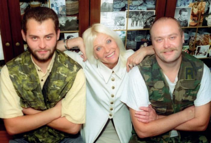 Светлана Светличная с сыновьями, Алексеем и Олегом | Фото: interviewmg.ru