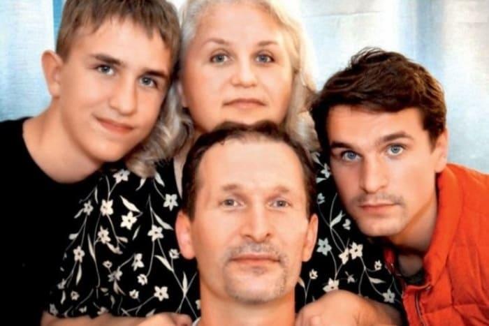 Иван Добронравов с родителями и братом | Фото: 24smi.org