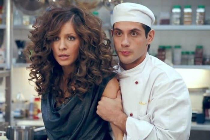 Марк Богатырев и Елена Подкаминская в сериале *Кухня* | Фото: 24smi.org