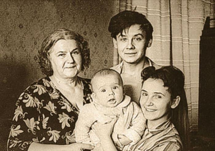 Олег Табаков с семьей   Фото: kino-teatr.ru