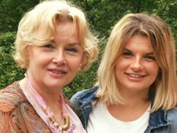 Актриса с дочерью, Анной Шерлинг | Фото: starhit.ru