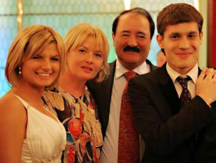 Тамара Акулова с семьей | Фото: kino-teatr.ru