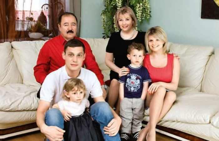 Тамара Акулова с семьей | Фото: biographe.ru